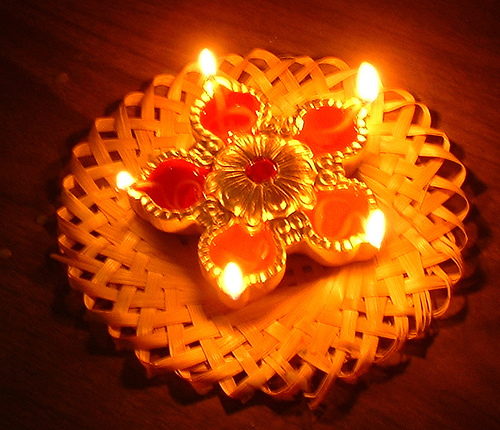 a few lines on diwali As per india's official holiday calendar, diwali in 2017 will be on october 19,  coinciding with the 15th day of kartik, the holiest month in the.